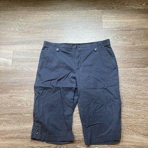 Gloria Vanderbilt women's Capri shorts size 14